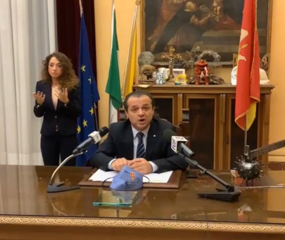 """IL SINDACO DI MESSINA ANNUNCIA LA REVOCA DELL'ORDINANZA """"DE LUCA"""